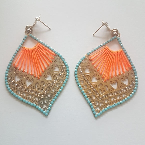 🌼 Woven statement earrings